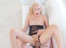 Macho safado faz muito sexo com a loira toda nua