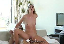 Videos de sexos fodendo com uma loira quente e gata