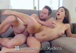 Caiu na net porno a magrinha na sala metendo