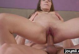 Porno amdor cara transa com magrinha safada